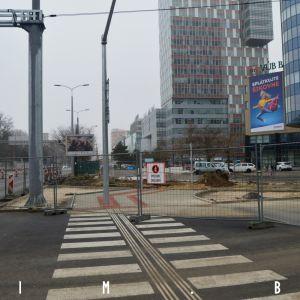 Na križovatke Mlynských nív s Karadžičovou pribudne aj priechod na severnej strane ulice, hoci stavebne už vyzerá byť ostrovček takmer ukončený