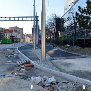 Výstavba chodníka a cyklotrasy na ulici Mlynské nivy. Cyklotrasa je vľavo