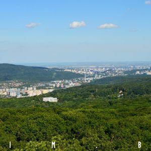 Zľava Kamzík, južná časť Dúbravky, Patrónka a centrum mesta