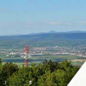 Záhorská Bystrica a v diaľke masív Malých Karpát