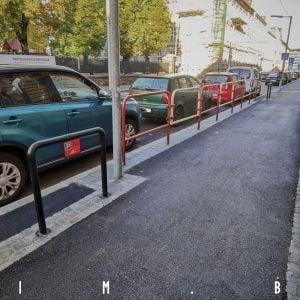 Hlavné mesto rekonštruuje významné ulice, na chodníky používa lacný asfalt