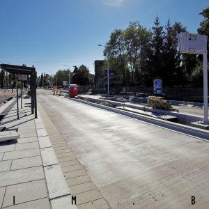 Vyvýšený povrch na zastávke Riviéra