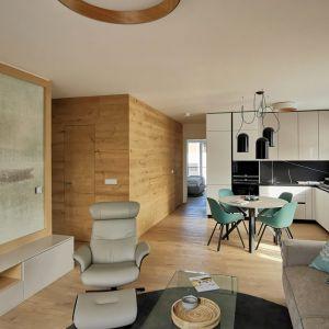 Obývačka v štvorizbovom byte od Cymorky