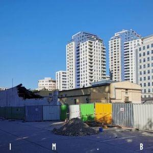 Staršiu žltú budovu by bolo možno dobé zachovať a zakomponovať do novej výstavby