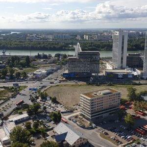 Východná časť zóny Chalupkova, v diaľke súbor Panorama City a miesto, kde vznikne Eurovea Tower