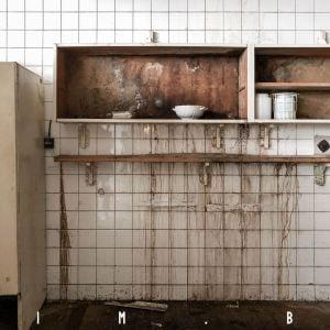 Budova je veľmi zanedbaná. Autor foto: © Matej Hakár 2020